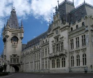 """Prima etapa a investitiei la Complexul Muzeal Naţional """"Moldova"""" Iași – Palatul Culturii"""